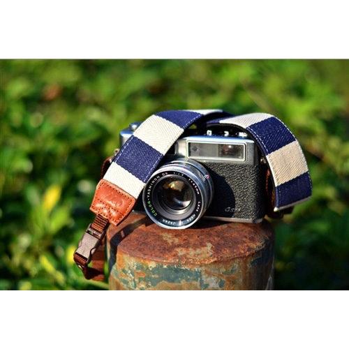 Foto van iMo Blauw met Witte Strepen Neopreen Camera Strap