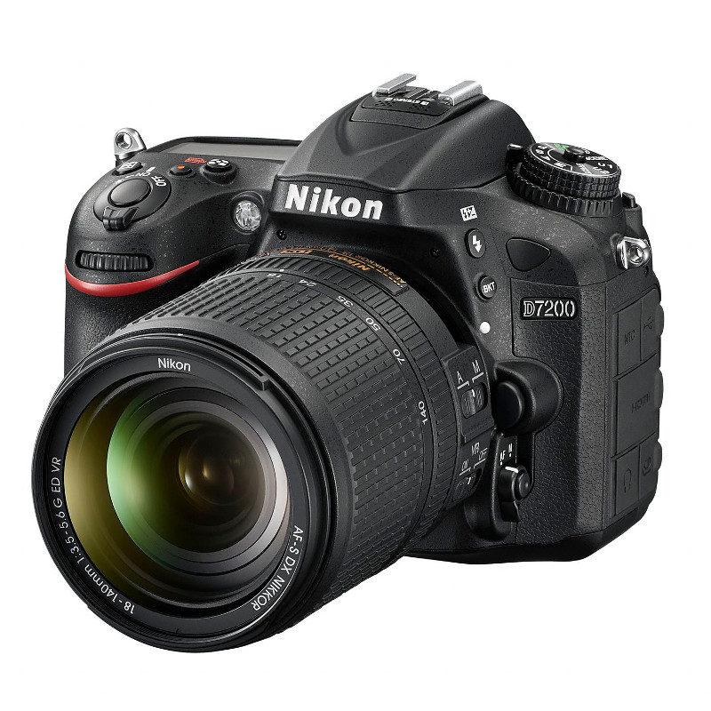 Nikon D7200 + AF-S 18-140 mm VR