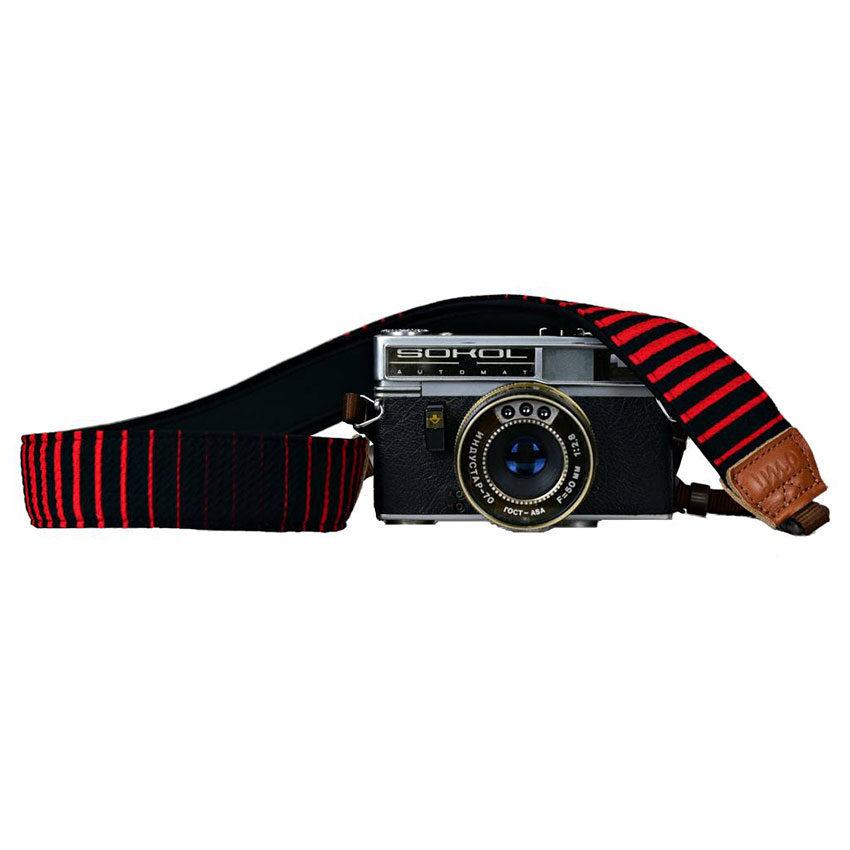 Foto van iMo Vurige Strepen Neopreen Camera Strap