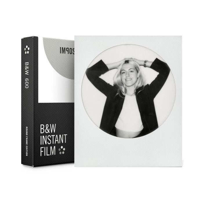 Foto van Impossible Black & White Film for Polaroid 600 round frame