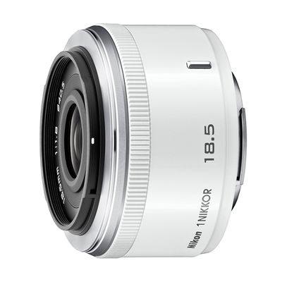 1 Nikon 18.5mm f/1.8 objectief Wit